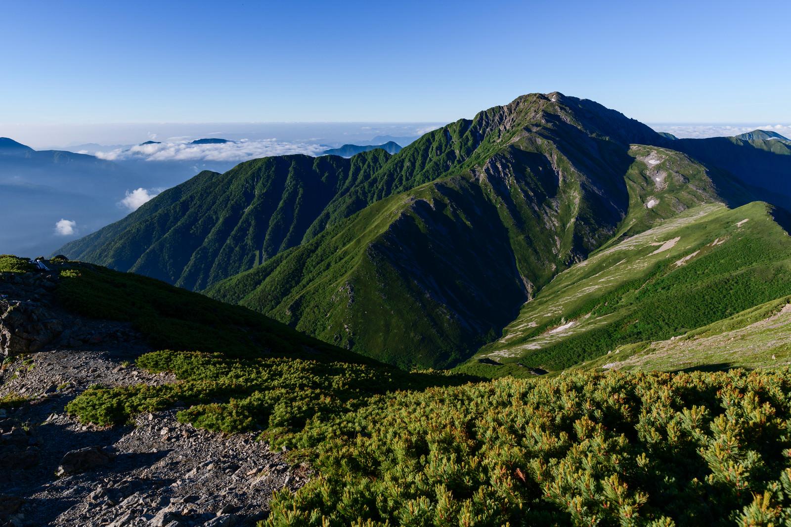 「赤石岳と青空」の写真