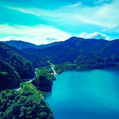 「苫田ダムによって造られた奥津湖」の写真素材