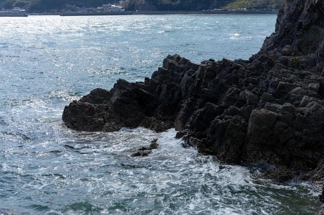 磐台寺の崖下の写真
