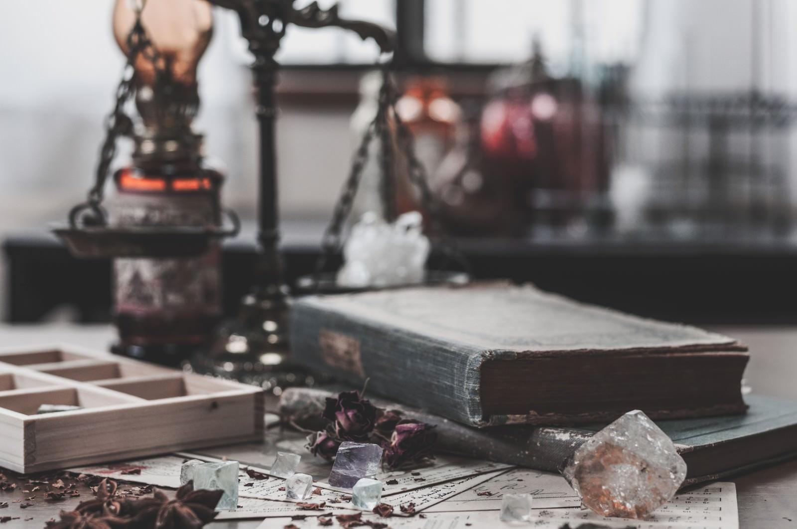「散らかった魔法使いの机」の写真