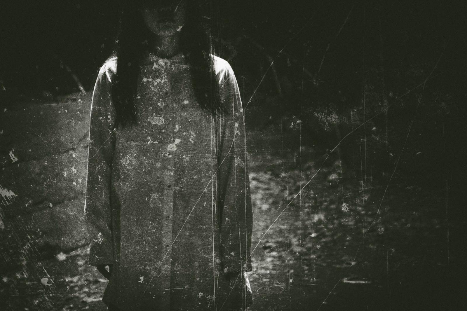 「古い女性の写真(フィルム) | 写真の無料素材・フリー素材 - ぱくたそ」の写真[モデル:河村友歌]