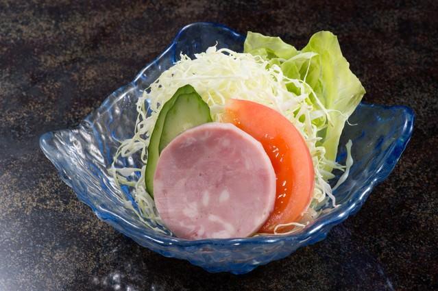 朝食に出てくるサラダ(小)の写真
