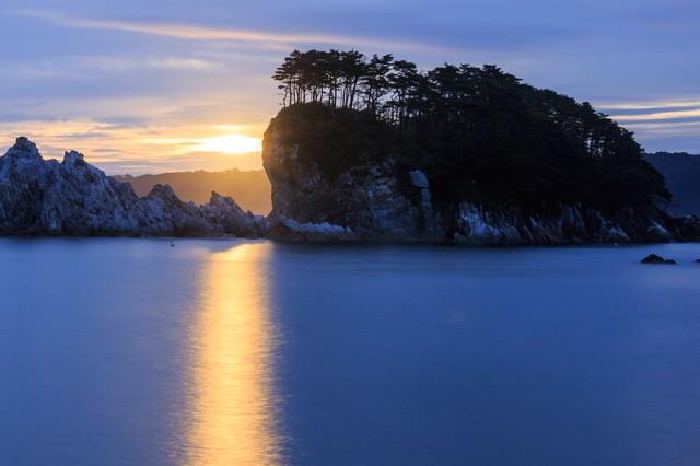 浄土ヶ浜の日の出の写真