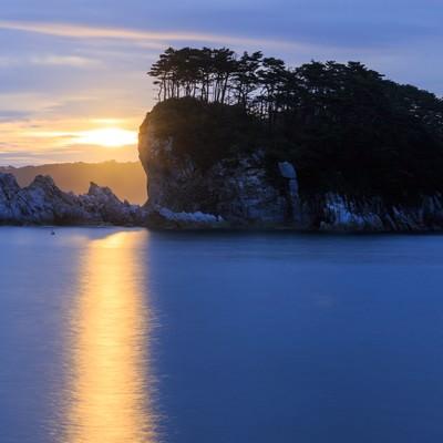 「浄土ヶ浜の日の出」の写真素材