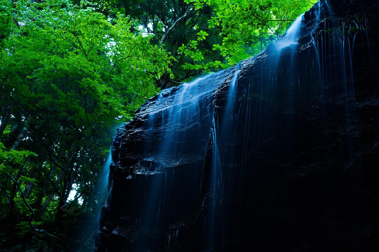 「鏡野町随一のフォトジェニックな場所、岩井滝」の写真