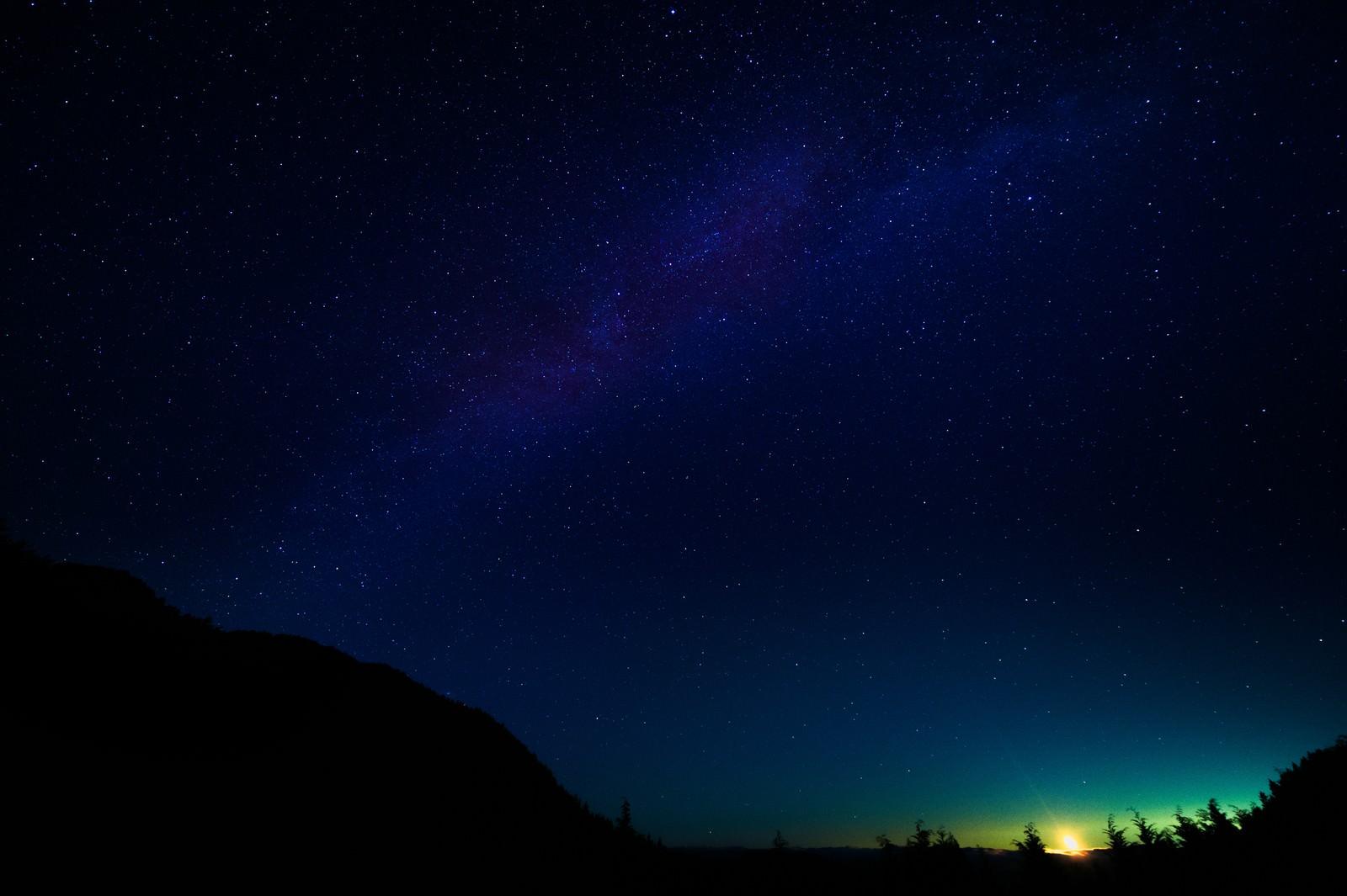 「鏡野町の星空と月明かり鏡野町の星空と月明かり」のフリー写真素材を拡大