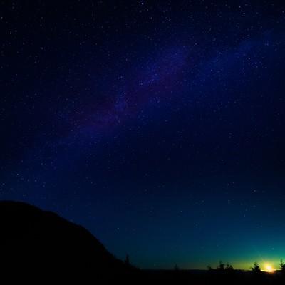 「鏡野町の星空と月明かり」の写真素材