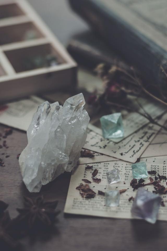 水晶とフローライトの写真