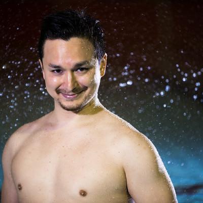 水泳大会のパンフに使われそうなドヤ顔の男性選手の写真