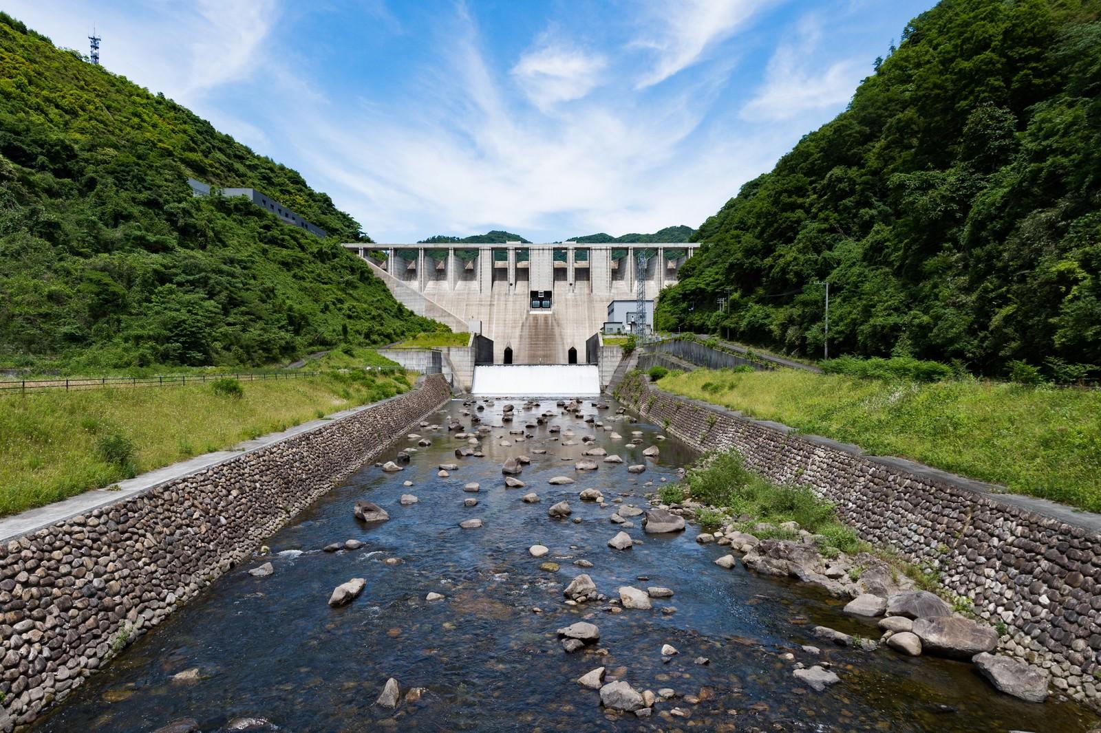 「苫田ダム(岡山県鏡野町)」の写真