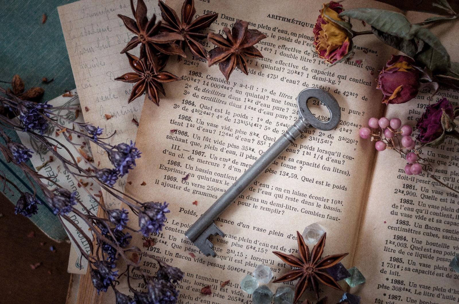 「洋書と秘密の鍵」の写真