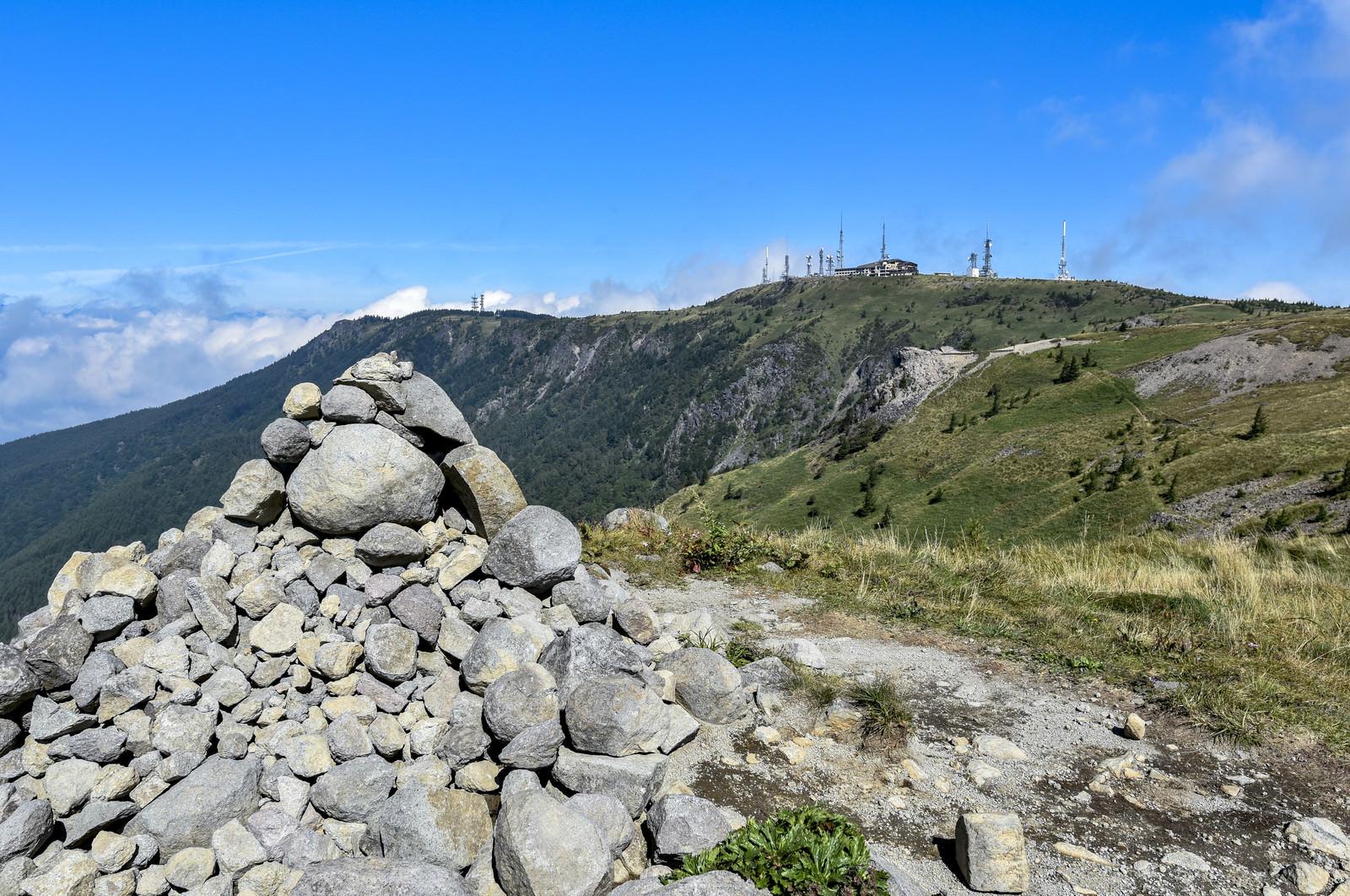 「美ヶ原登山道から見る山頂方面」の写真