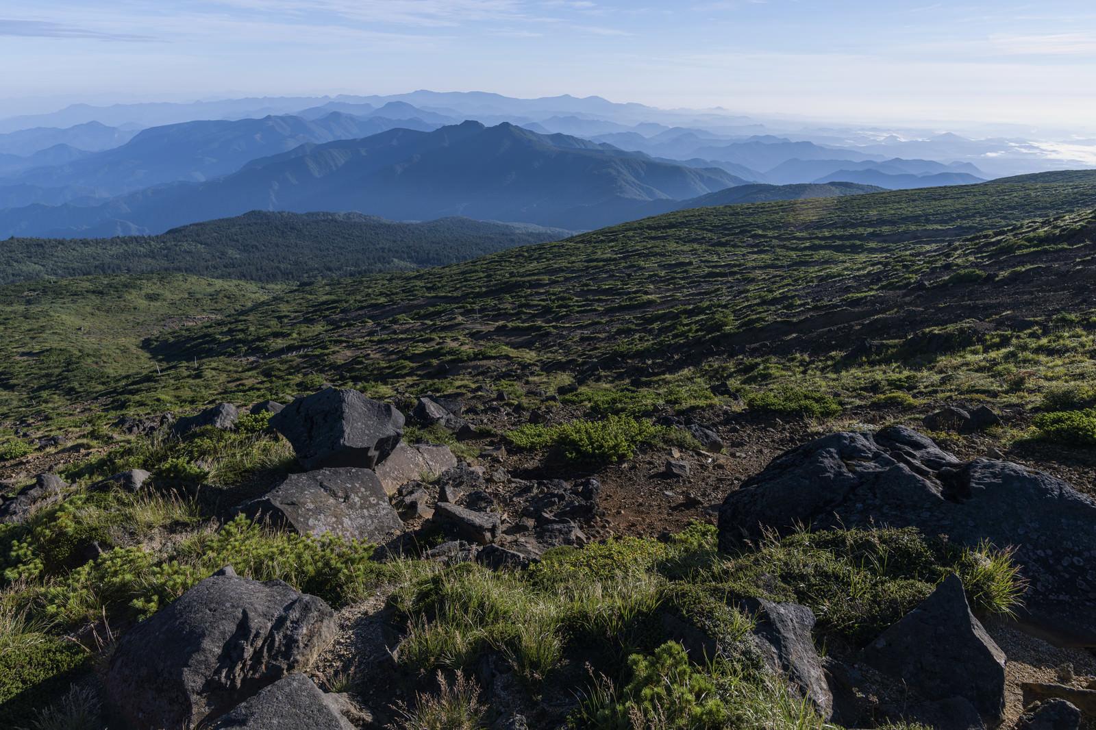 「蔵王山から見る北蔵王方面の景色」の写真