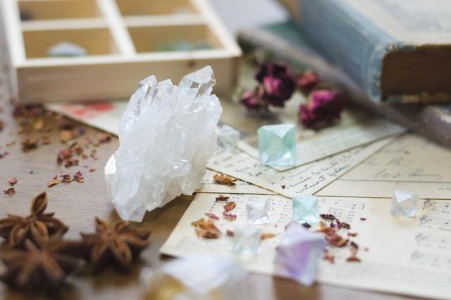 「魔法薬の材料(クリスタル)」のフリー写真素材