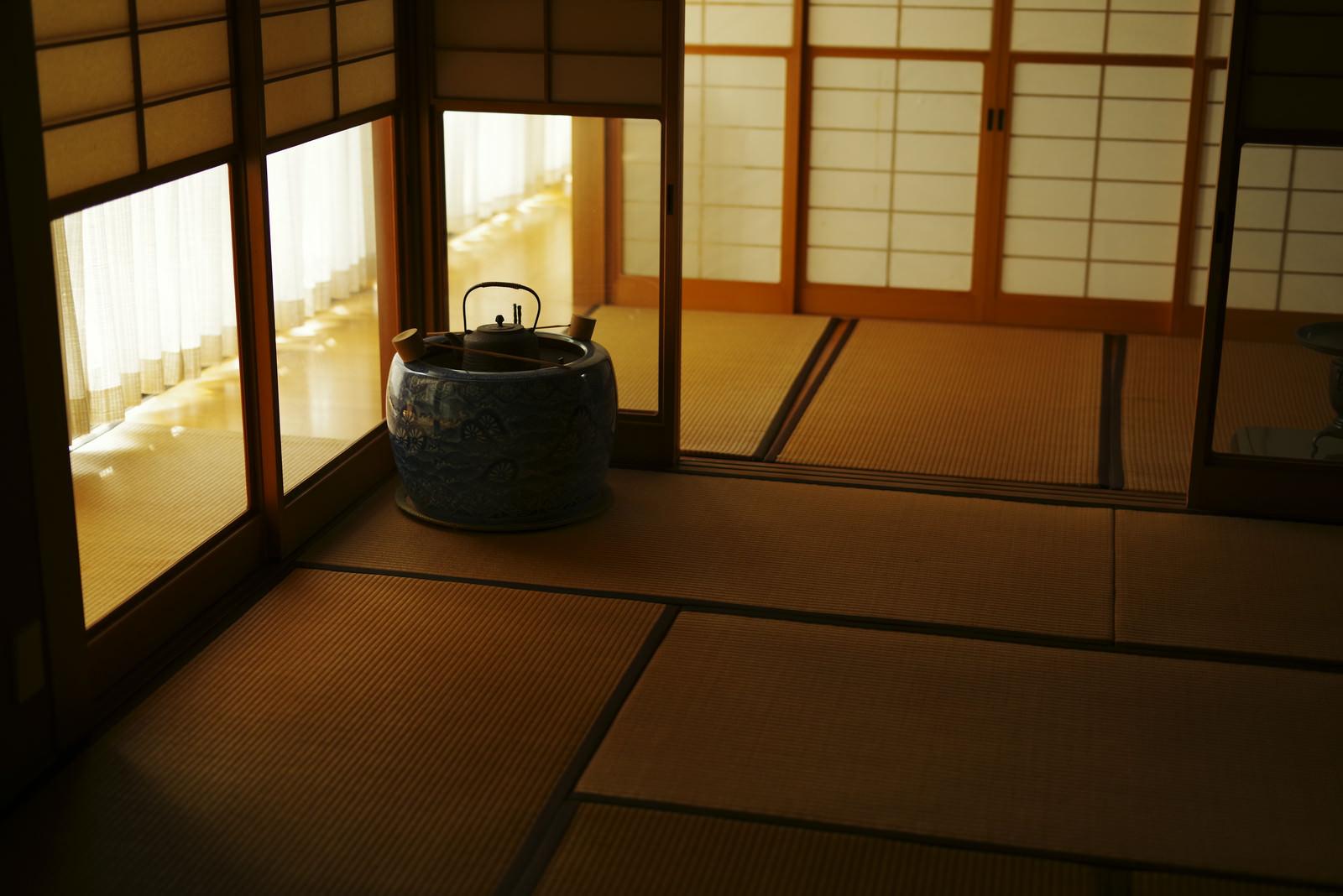 「優しい光が照らす日本家屋」の写真