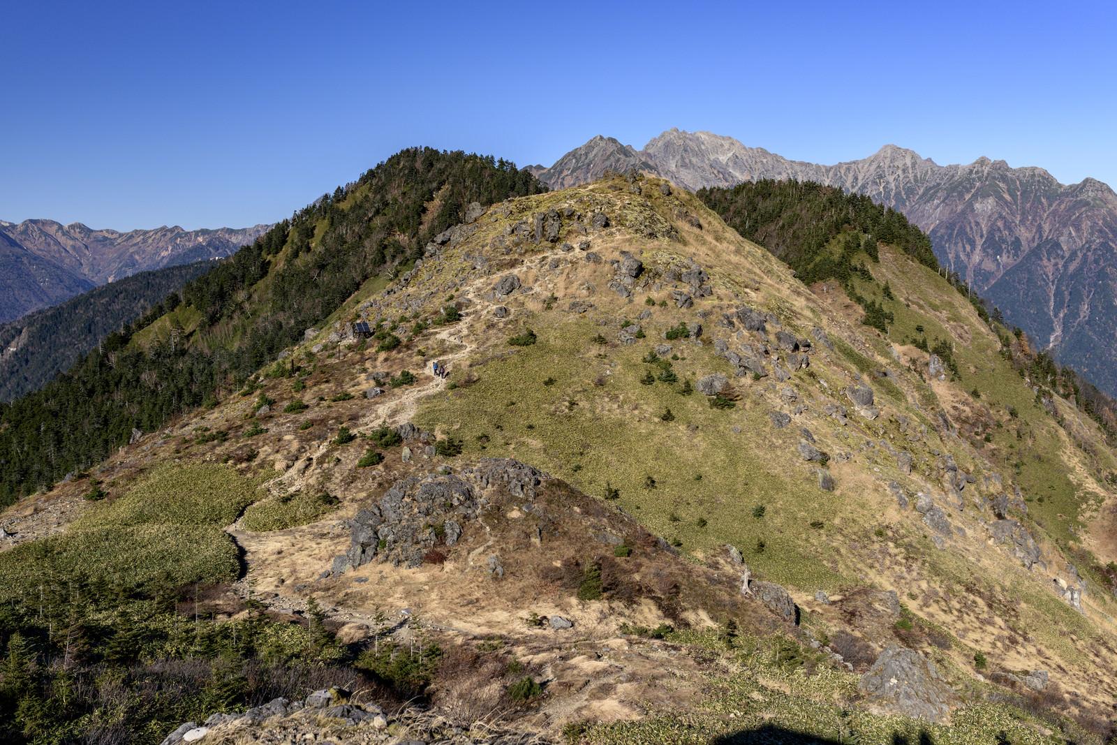 「焼岳から西穂高へとつながる登山道」の写真