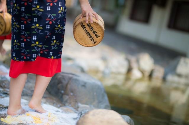 「鏡野町奥津地区に伝承される足踏み洗濯」のフリー写真素材