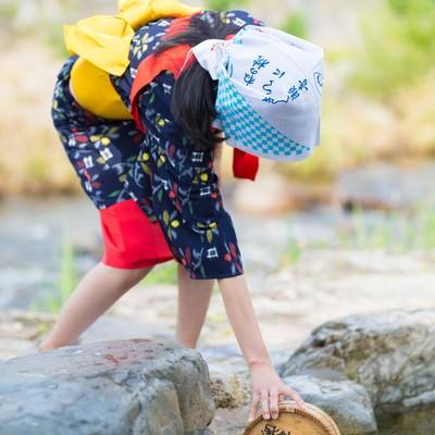 「足踏み洗濯で温泉のお湯を使う」の写真素材