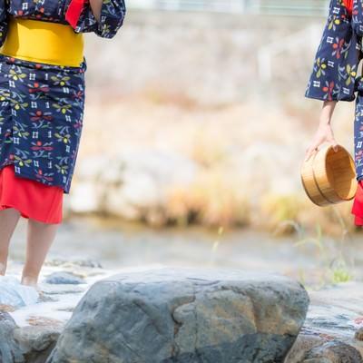 2人で仲良く足踏み洗濯(鏡野町観光)の写真