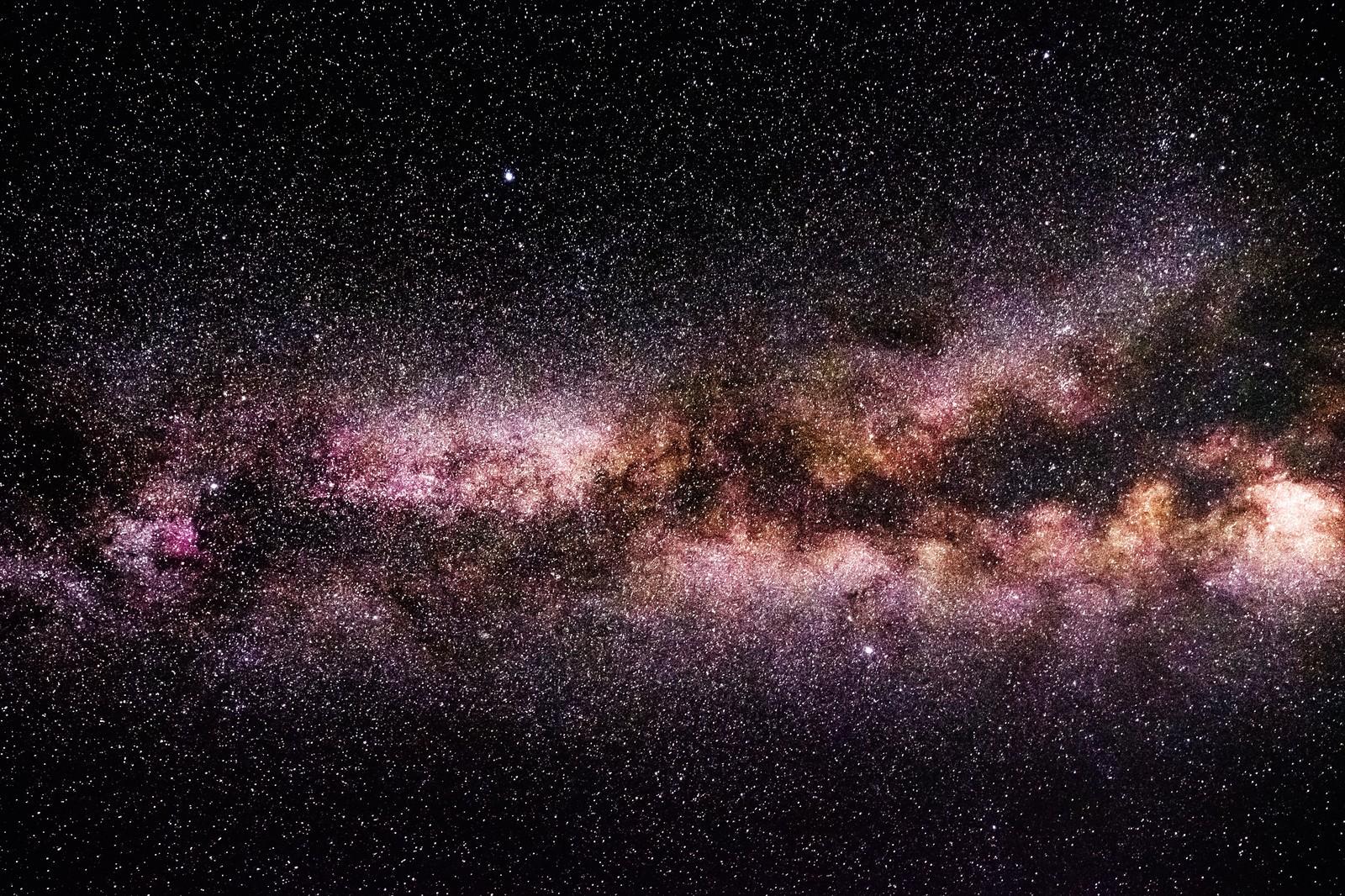 「満天の星々を望む(岡山県鏡野町笠菅峠から撮影)」の写真