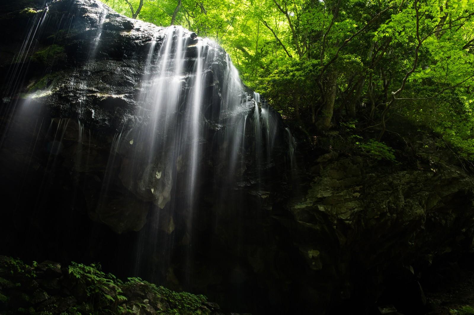 「岡山県鏡野町の観光名所-岩井滝」の写真