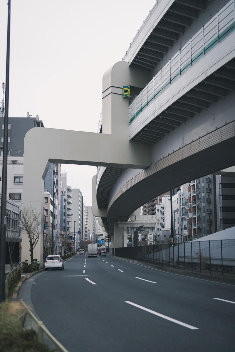 「高速道路の下」の写真