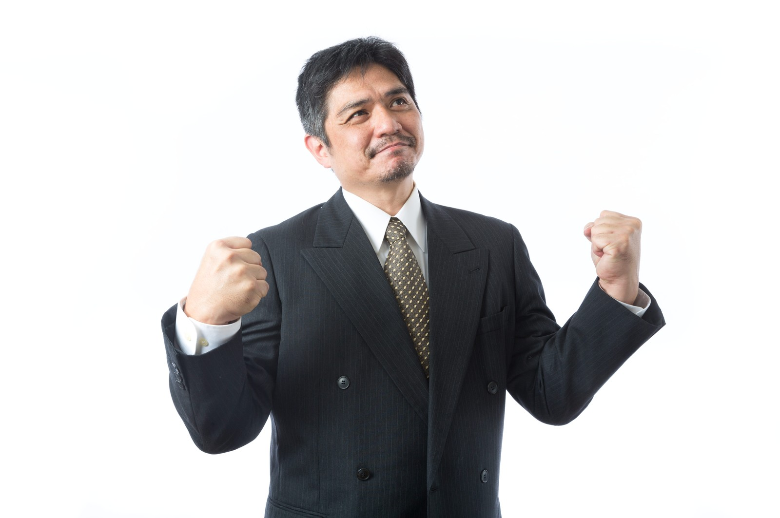 「受注が決まり1人ガッツポーズを決めた上司」の写真[モデル:よたか]