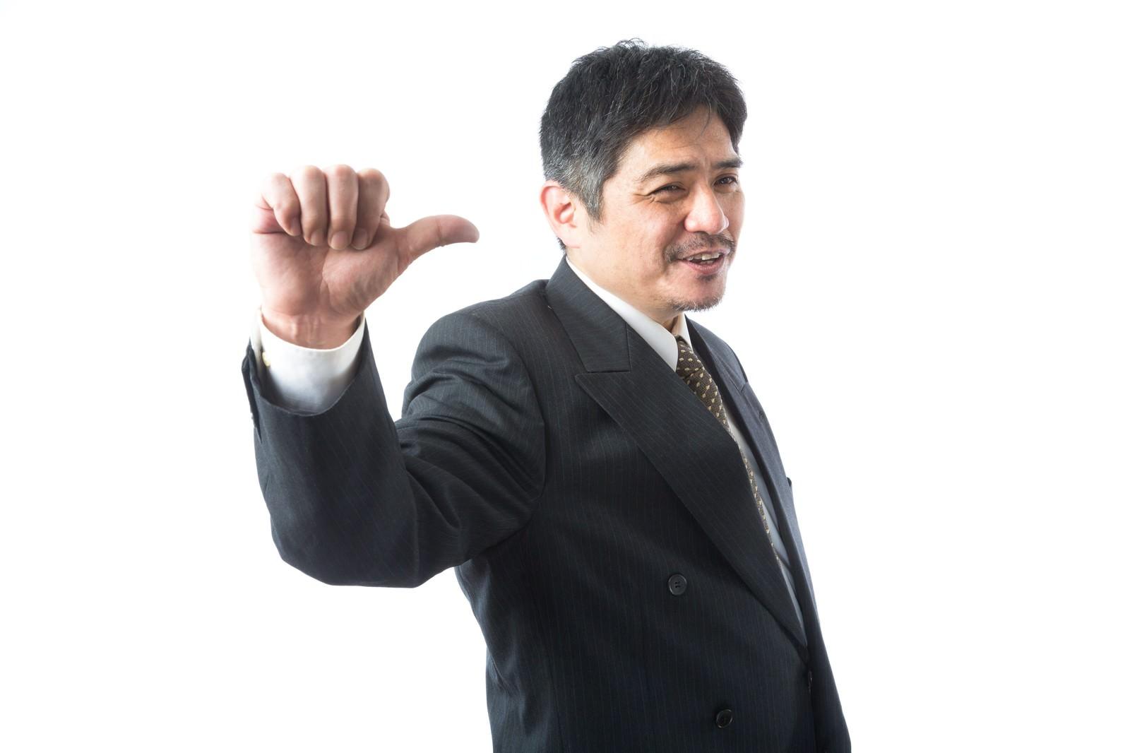 「「ついてこい!」と案内する頼もしい上司「ついてこい!」と案内する頼もしい上司」[モデル:よたか]のフリー写真素材を拡大