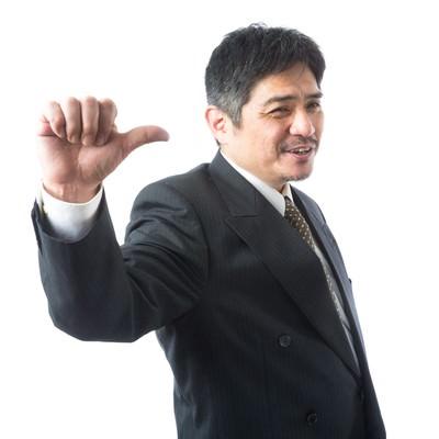 「「ついてこい!」と案内する頼もしい上司」の写真素材