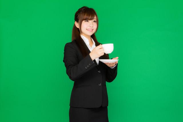 仕事の合間に一息のコーヒータイム(グリーンバック)の写真