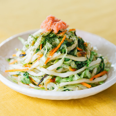 「食べて痩せよう!明太オイスターの「大盛りダイエット焼きうどん」」の写真素材