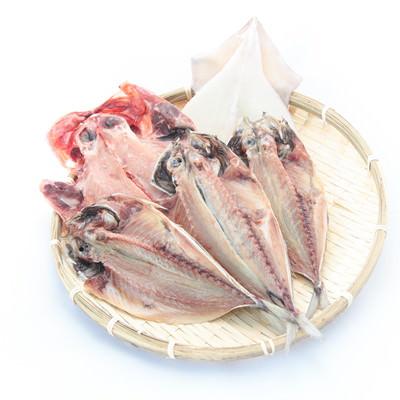 「干物セット(タイ、アジ、イカ )」の写真素材