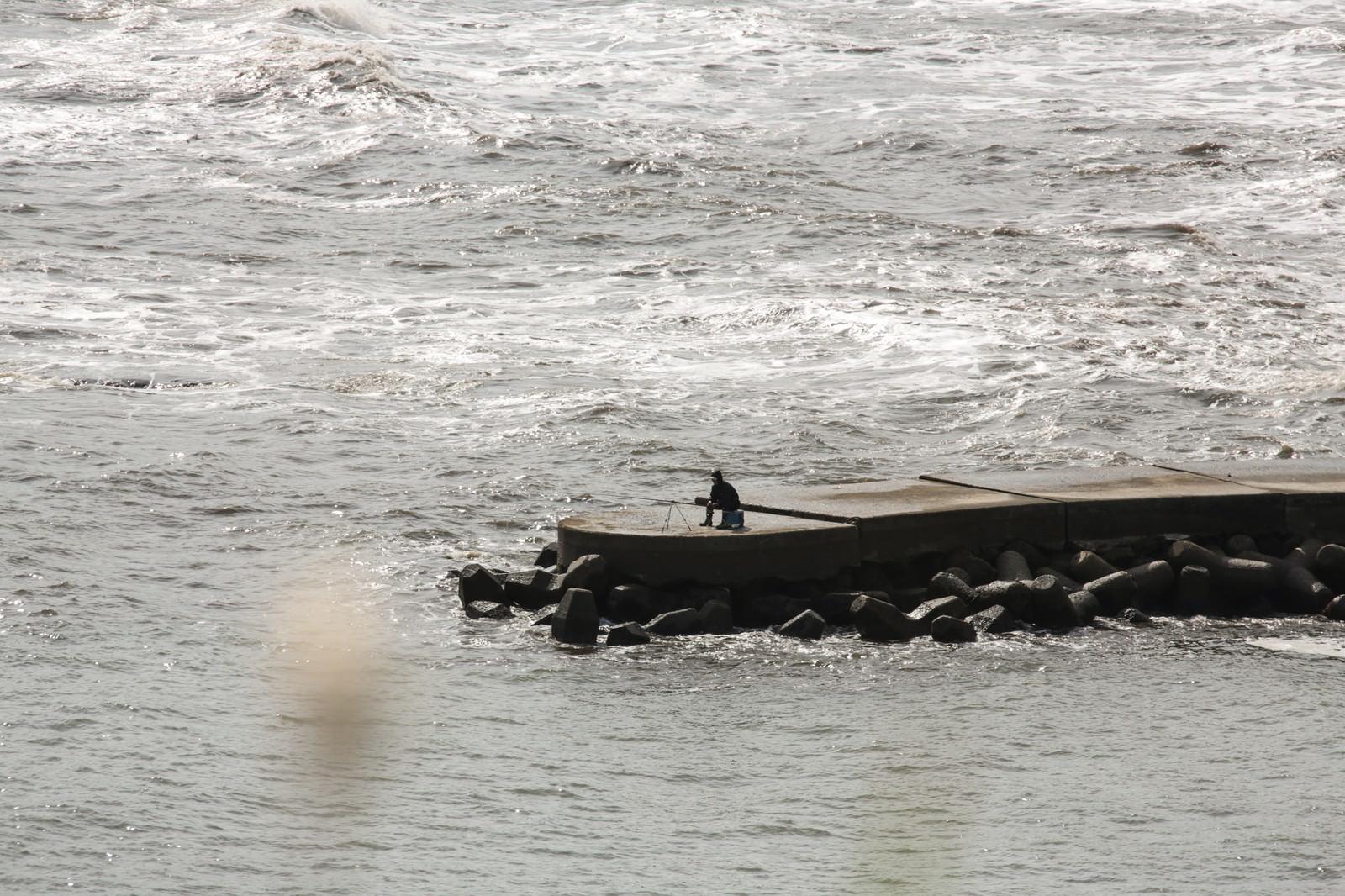 「孤高の釣り人」の写真