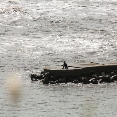 「孤高の釣り人」の写真素材
