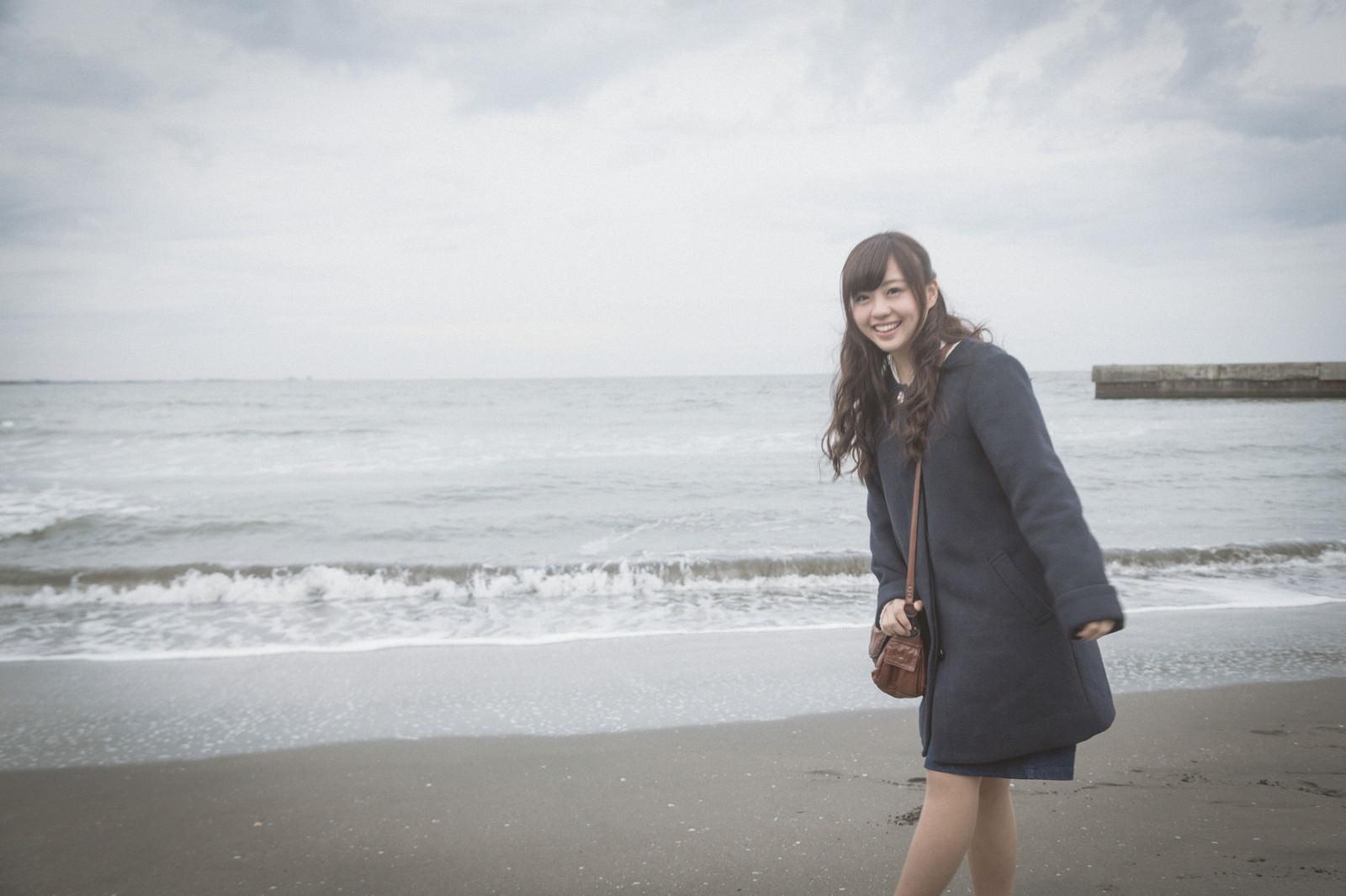 「彼女と冬の海デート彼女と冬の海デート」[モデル:河村友歌]のフリー写真素材を拡大