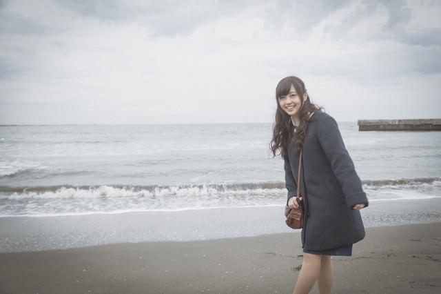 彼女と冬の海デートの写真