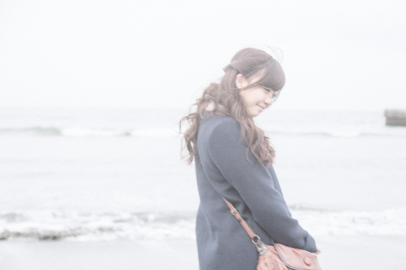 「冬に行った海の思い出冬に行った海の思い出」[モデル:河村友歌]のフリー写真素材を拡大