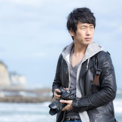 「津々ヶ浦の風景を撮影するカメラマン」の写真素材