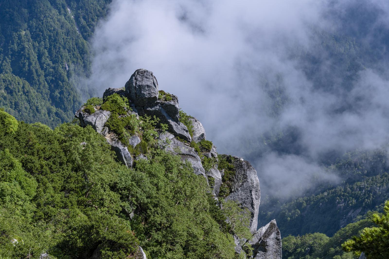 「石峰にかかる雲(空木岳)」の写真