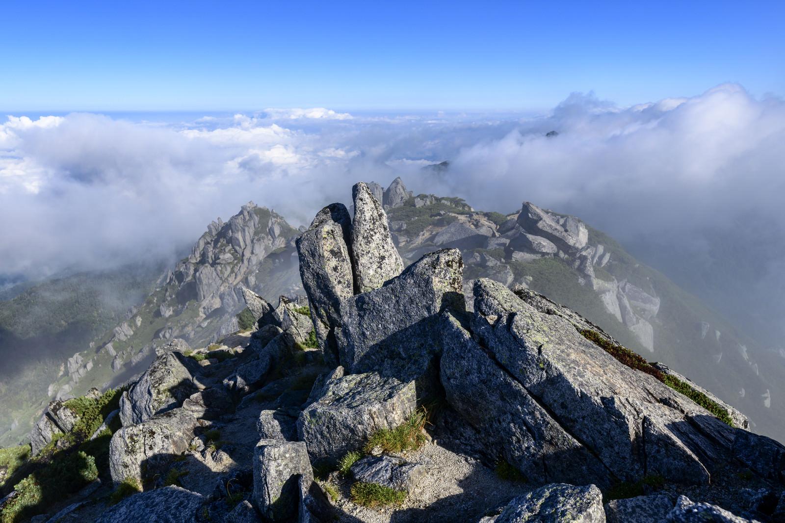 「空木岳山頂から見た稜線と雲海」の写真