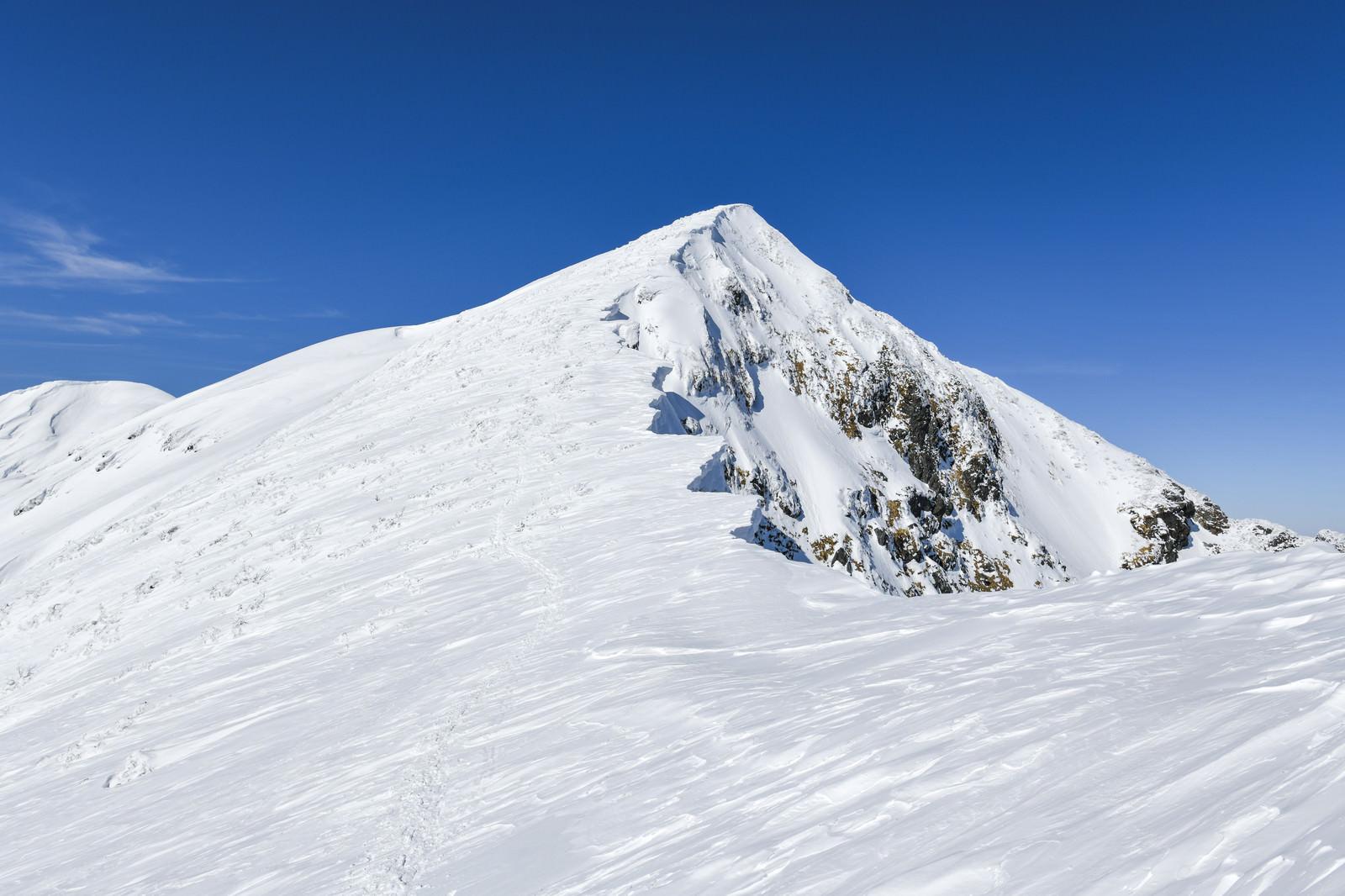 「急斜面が続く一ノ倉岳(いちのくらだけ)」の写真