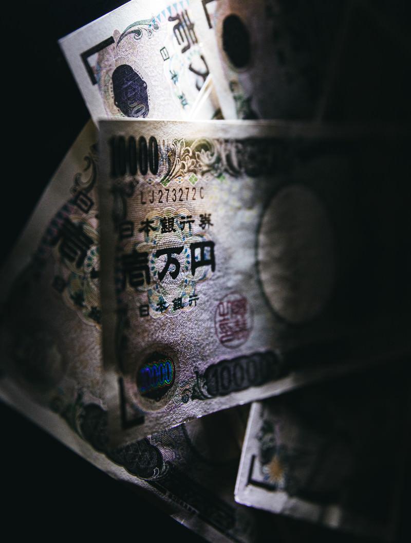「壱万円が降ってきたぞ」の写真