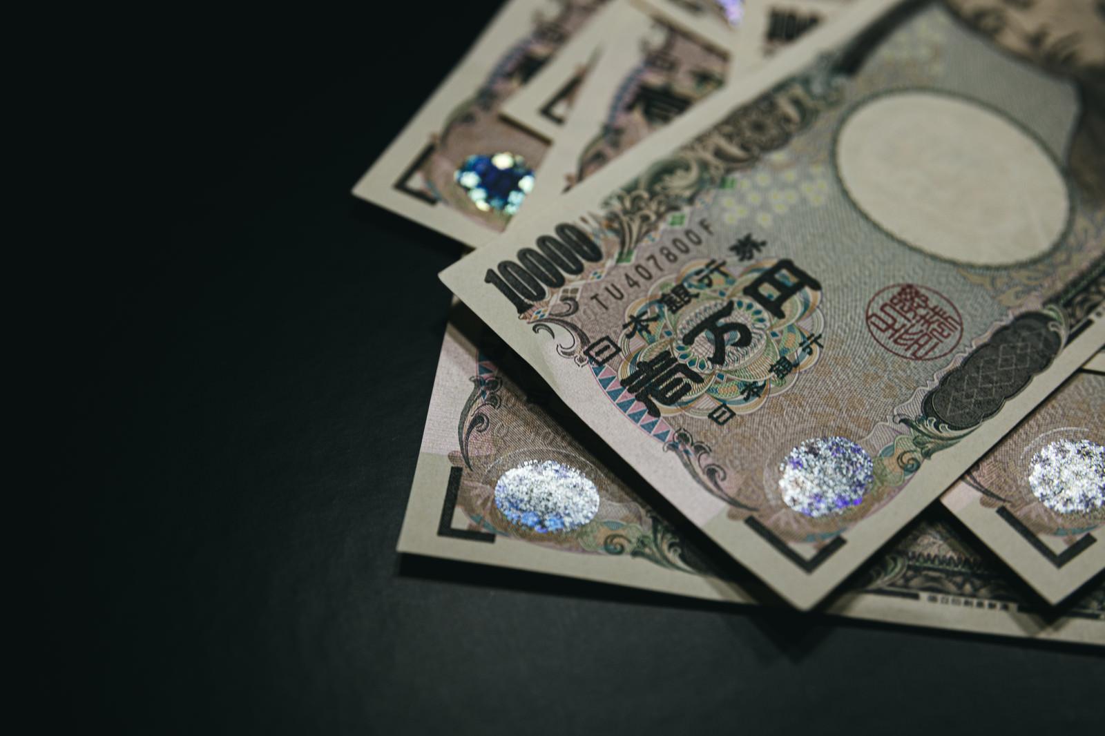 「散らばったお札(壱万円)」の写真