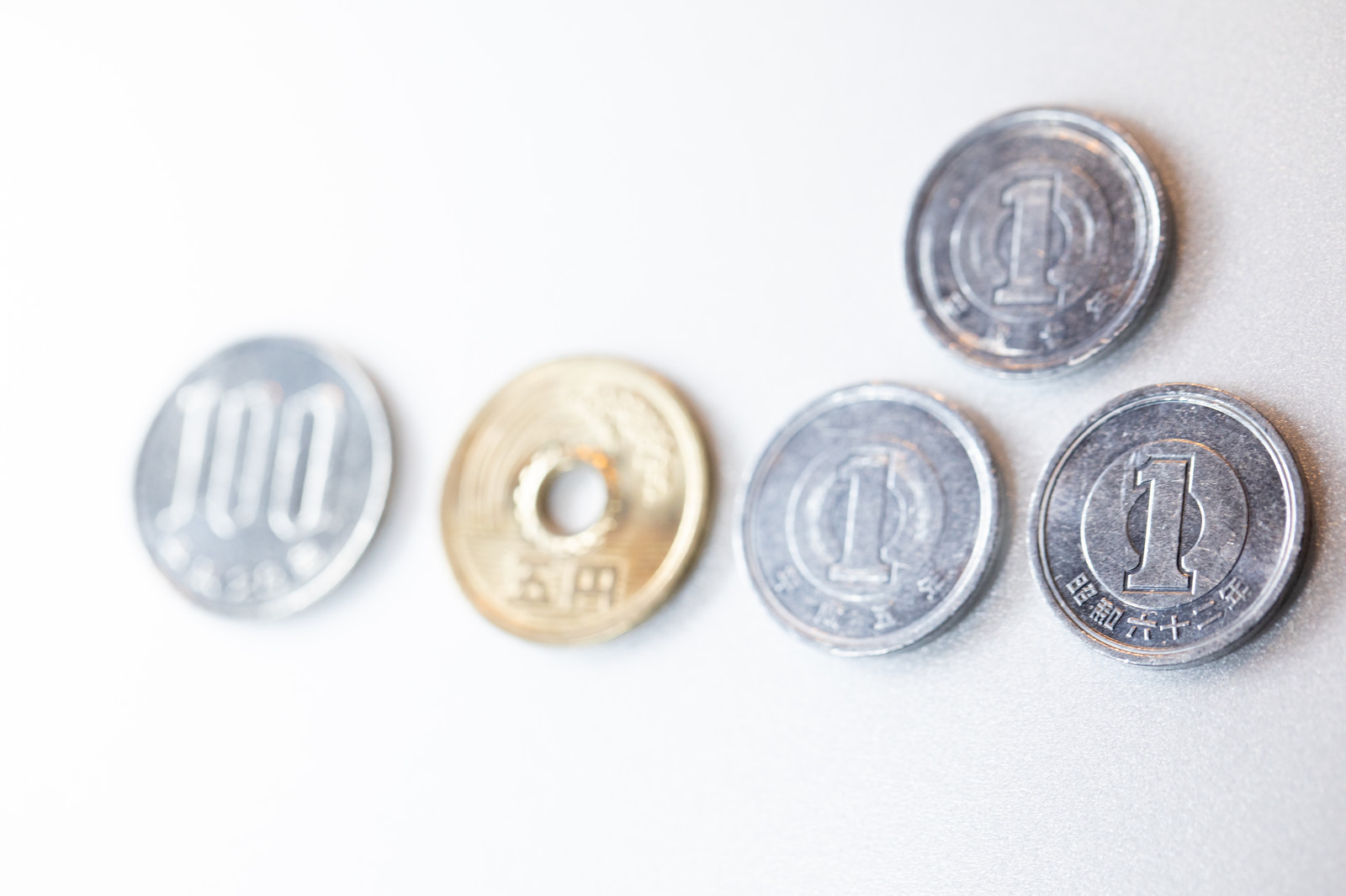 「百八円(消費税8%)」の写真