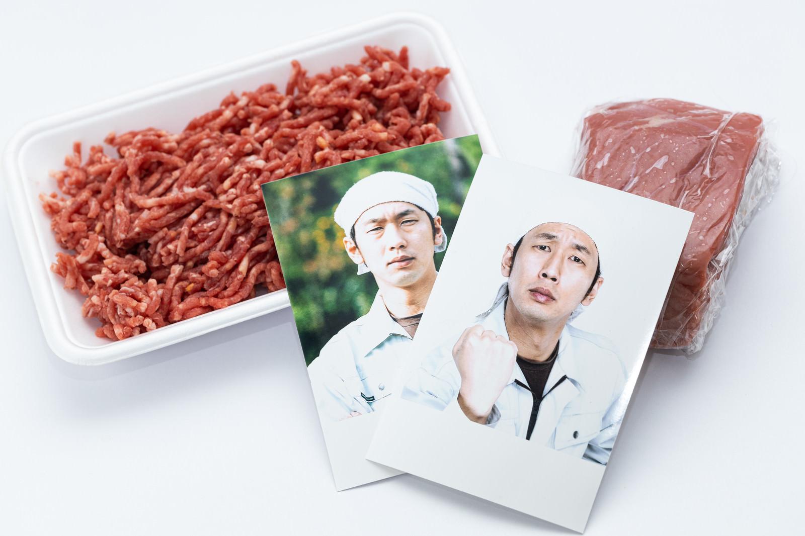 「生産者の顔が見えるブロック肉とミンチ肉」の写真[モデル:大川竜弥]