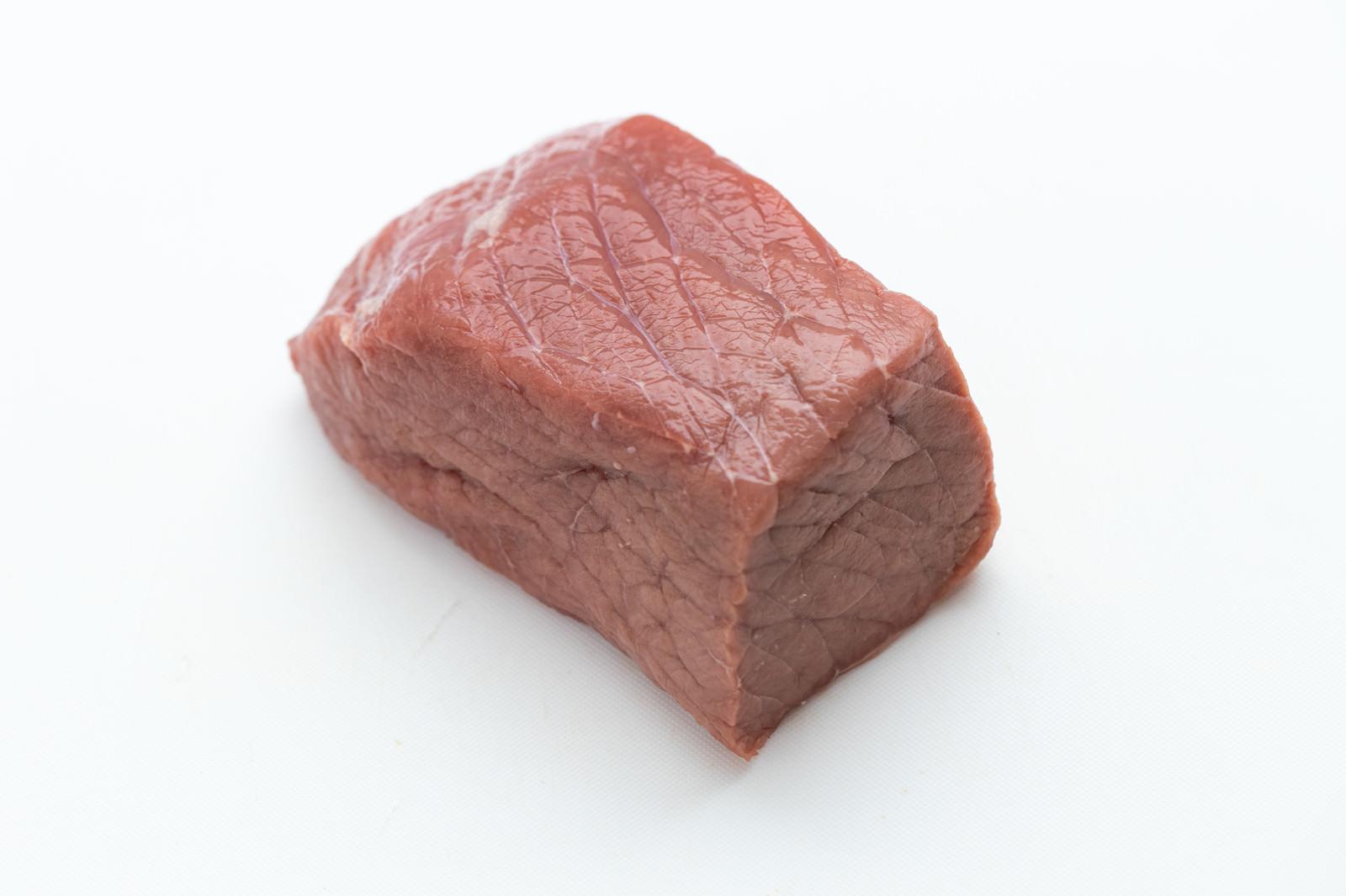 「ブロックかたまり肉俯瞰から斜め向き」の写真