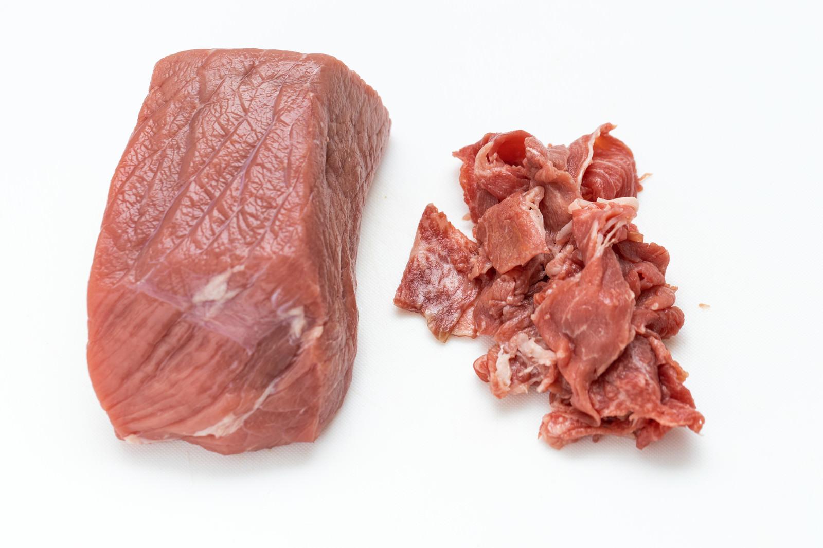 「いい肉の日だからブロック肉と細切れ肉を買いました」の写真
