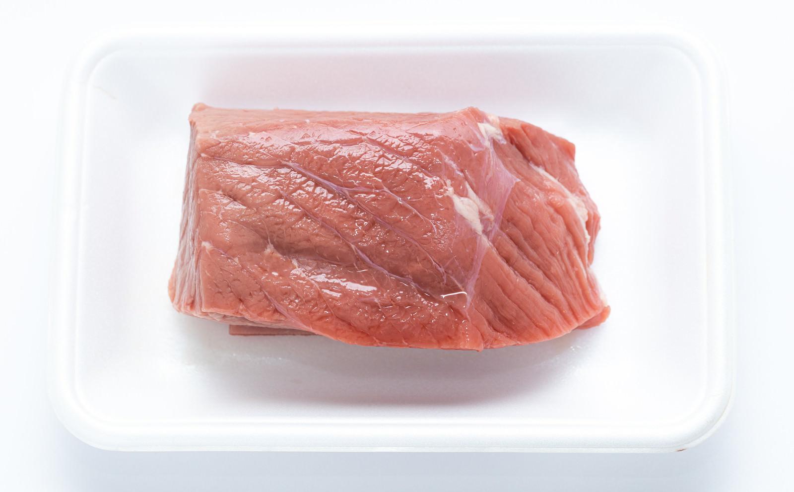 「低脂肪の牛モモ肉(ブロック)」の写真