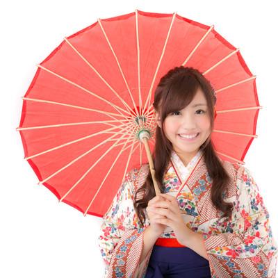 「和傘を持つ着物の女性」の写真素材
