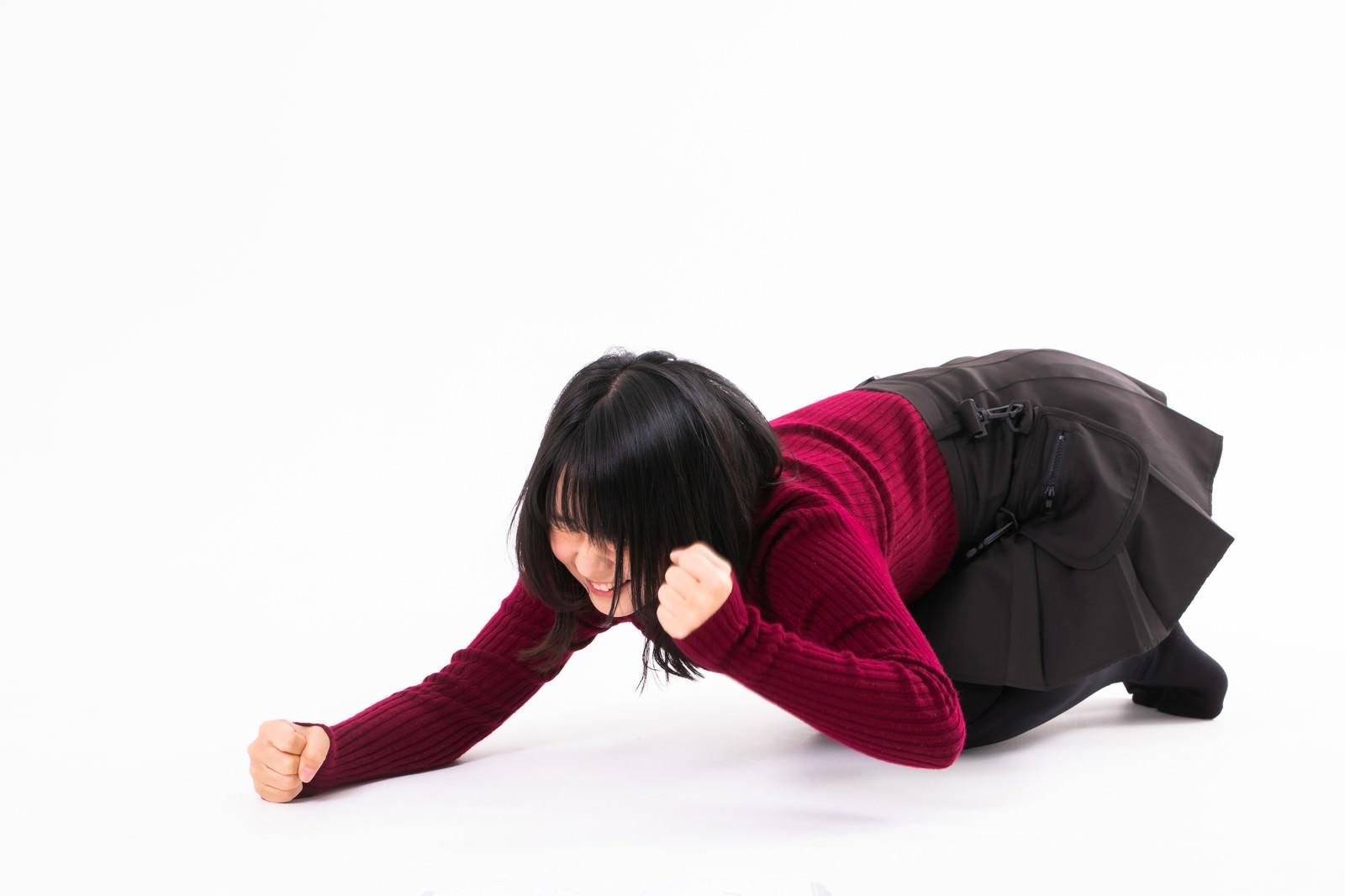 「負けが悔しくて悔してく仕方ない女性」の写真